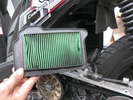 Bersihkan filter udara motormu