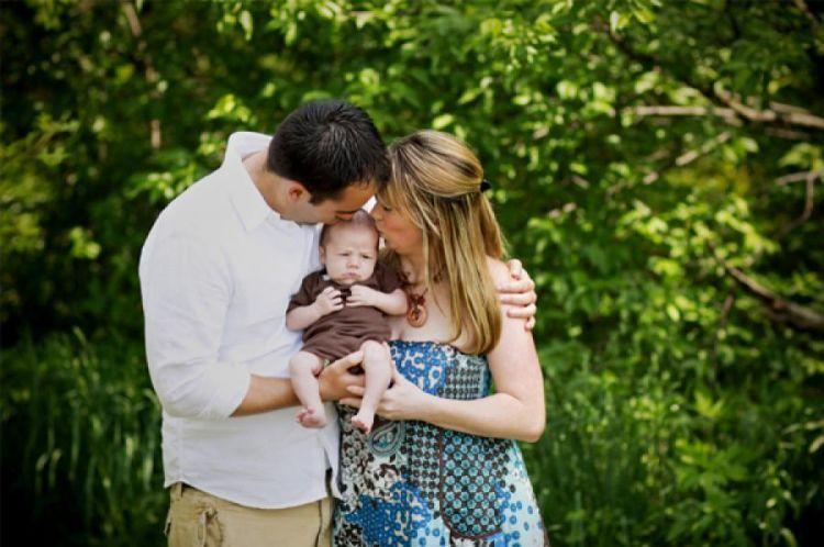 Aku lahir ke dunia diiringi kasih sayang yang tak terhingga dari ayah dan ibu.