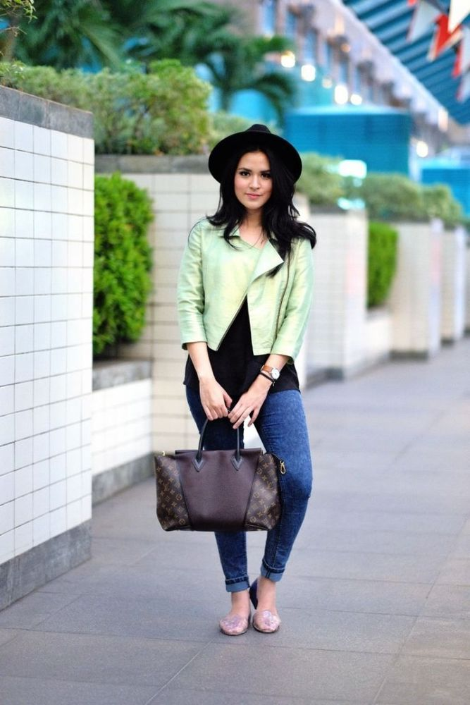 Jaket kulit dan jeans