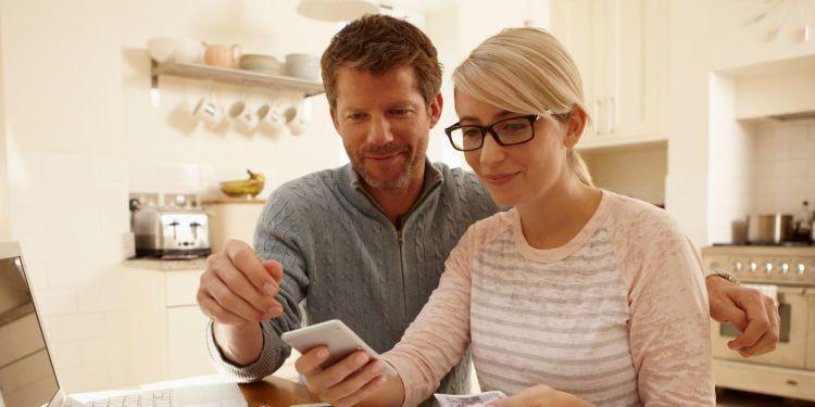 bicarakan dengan pasangan cara mengatur uang