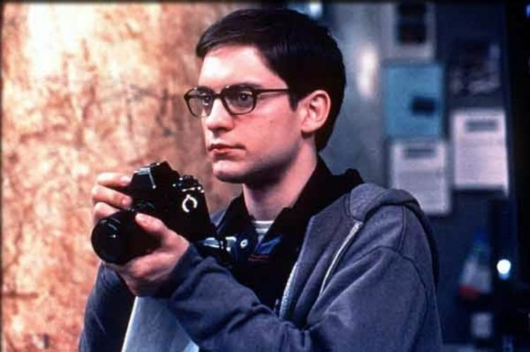 Saking malunya, teman Peter Parker bisa dihitung jari. Kalau gak Marrie Jane, ya Harry Osborn.