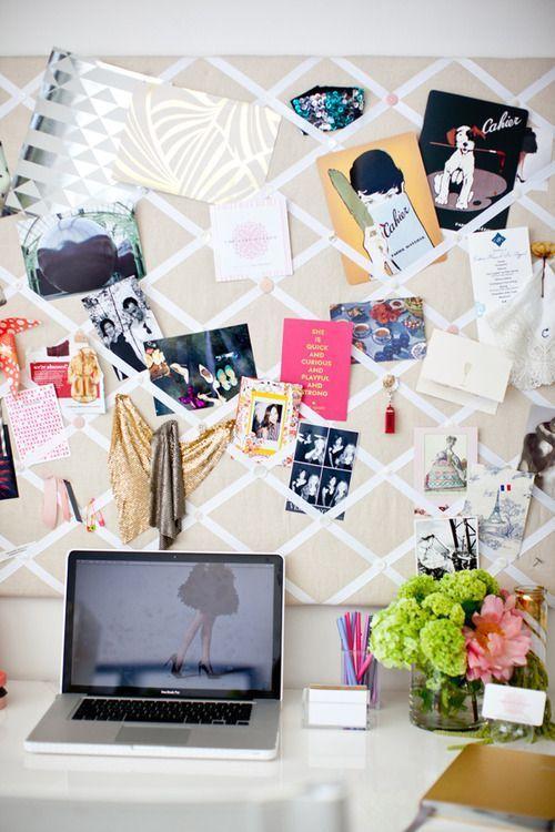 Isi tembokmu dengan papan yang berisi gambar dan tugas