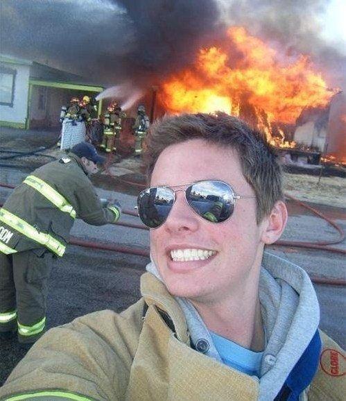 Lagi ada bencana kok selfie