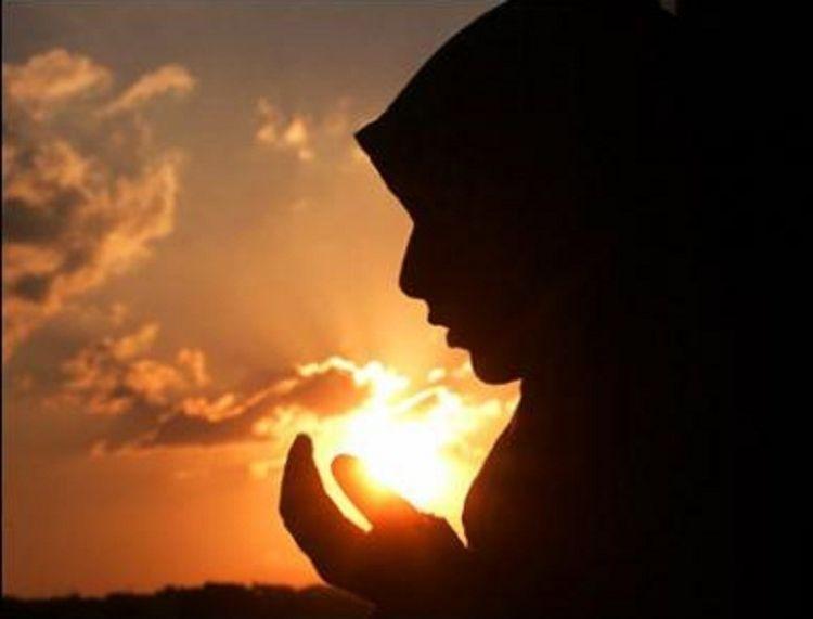Berangkat kerja dari subuh, diiringi doa yang tulus untuk seluruh keluarga.