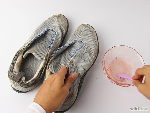 Bersihkan dengan sikat dan air deterjen