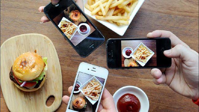 885419-food-sharing