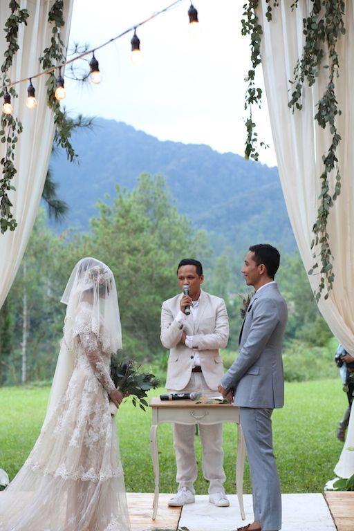 Busana pengantin yang apik