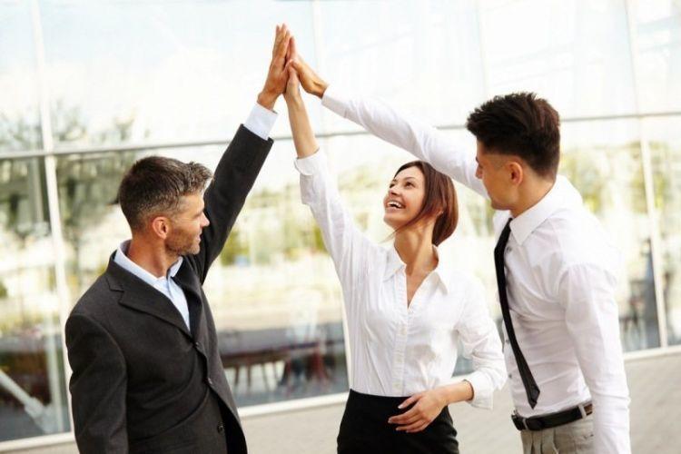 Seorang leader harus bisa menumbuhkan rasa antusias