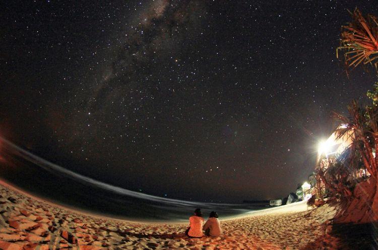 Pantai Indrayanti di malam hari
