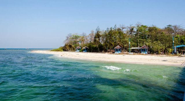 Pantai di Pulau Panjang, Jepara