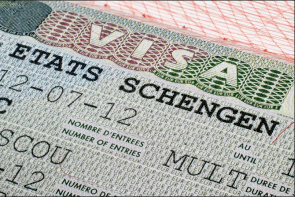 Tak sulit untuk mendapatkan informasi seputar akomodasi dan juga visa ke Eropa.