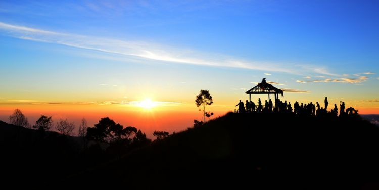 Golden sunrise di Puncak Sikunir