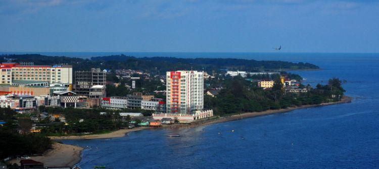Kota Balikpapan yang dikelilingi pantai indah.