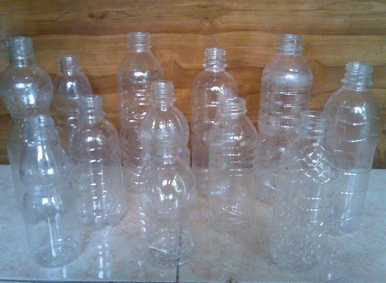 Botol plastiknya dikumpulkan, ya