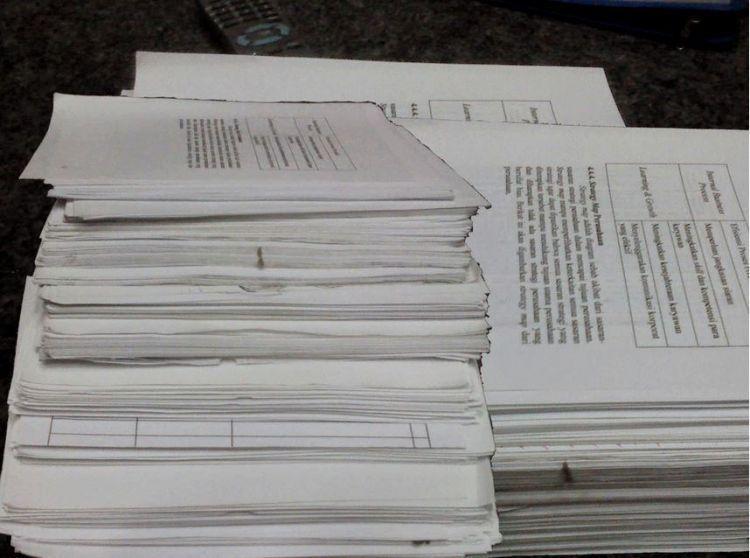 Kertas bekas tugas menumpuk? Jual aja!