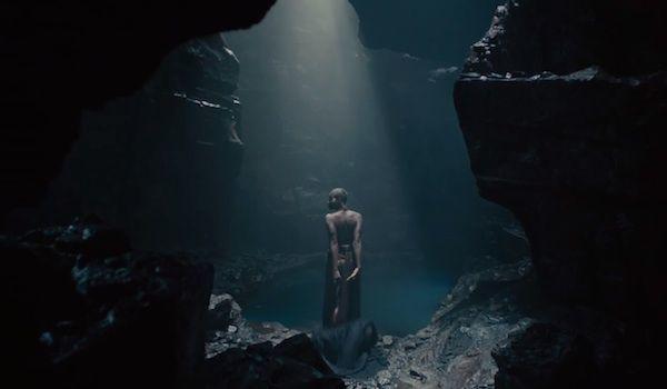 Wanita di dalam gua