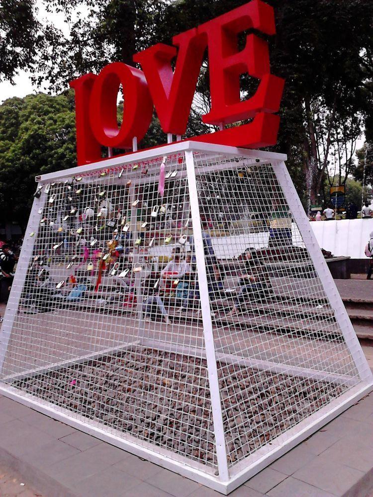 Bandung dan Jakarta juga punya spot gembok cinta