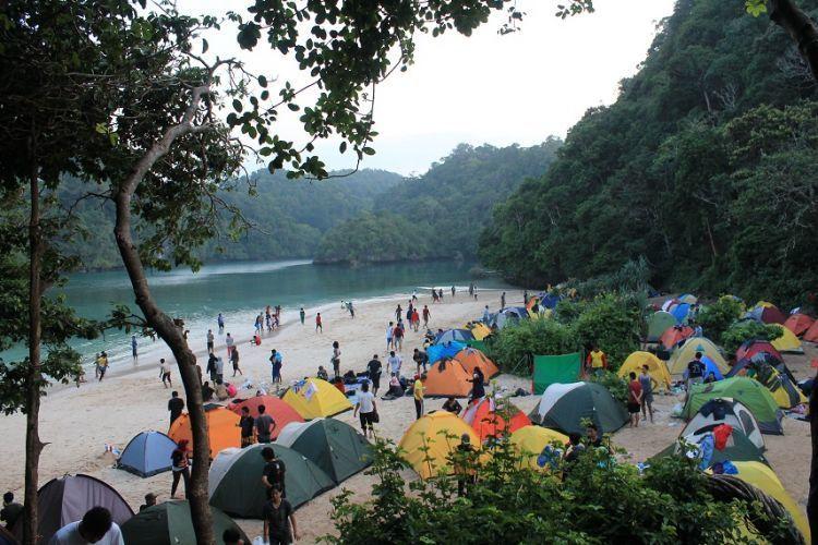 Lautan Tenda di Pulau Sempu