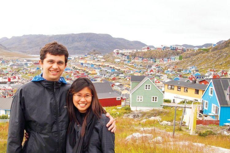 Pasangan suami istri yang terus menjelajah dunia
