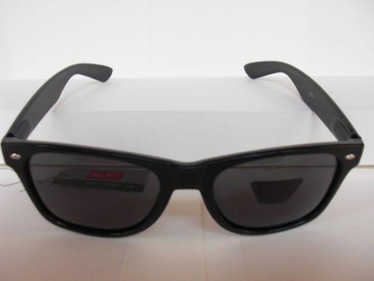 kacamata hitam supaya gak silau