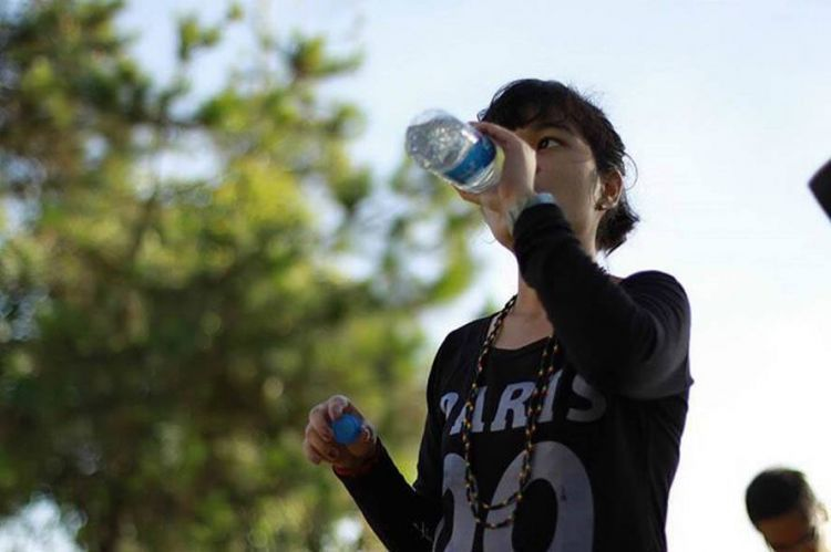 Banyak minum air untuk mencegah dehidrasi