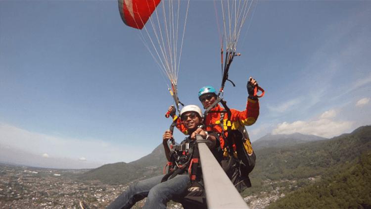 menantang adrenalin lewat paralayang di Malang