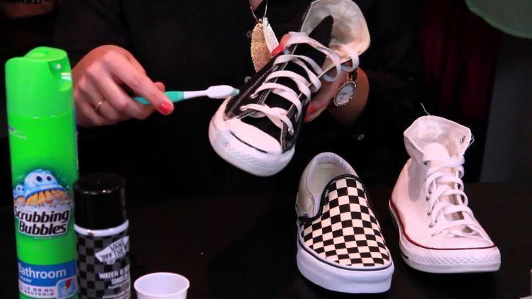 Sikat sepatu kanvas dengan lebih bertenaga