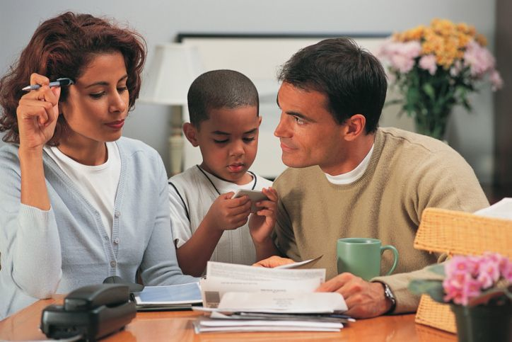 mengawasi keuangan bersama