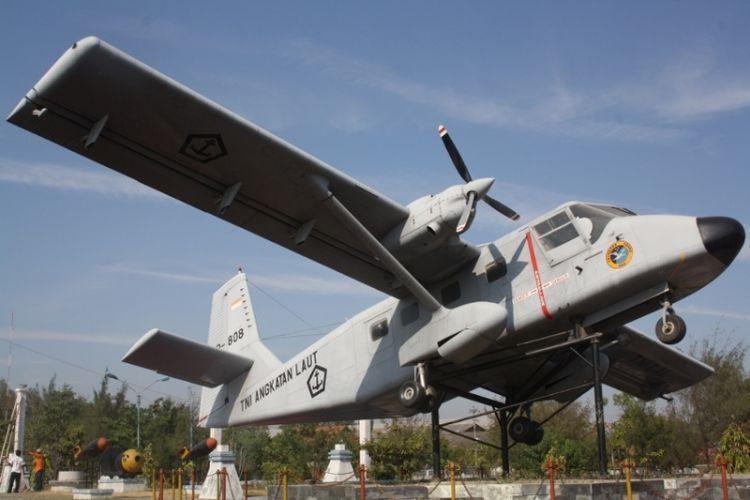 Monumen Bahari Tegal dengan ikon pesawat terbang
