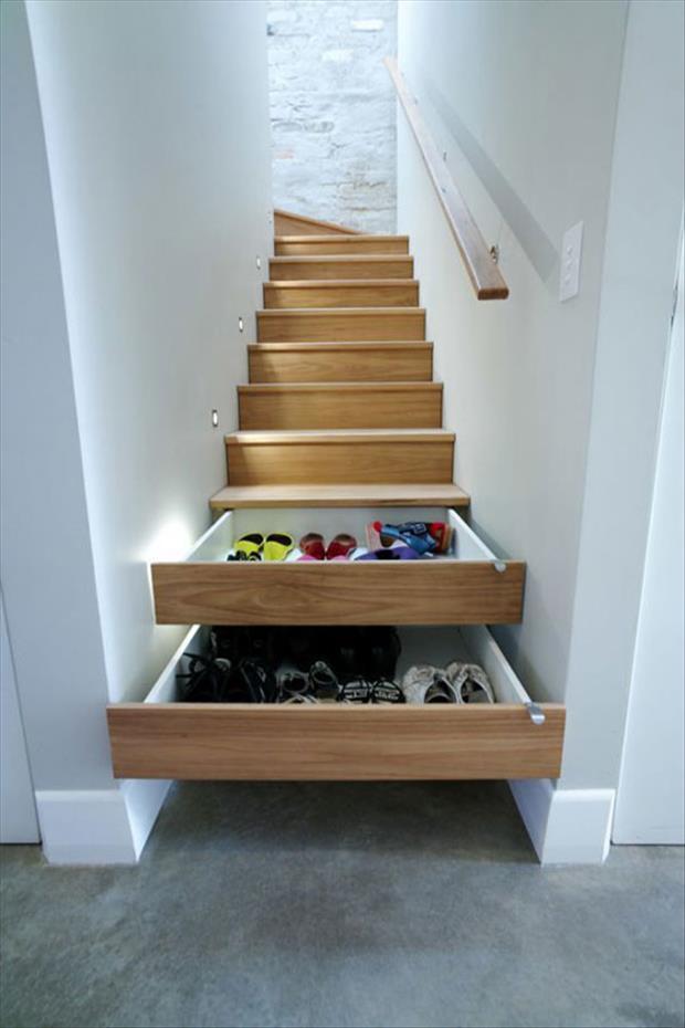 Manfaatkan kolong tangga