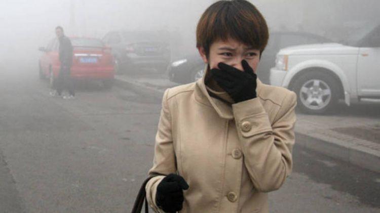Meski sudah tertutup baju, bukan berarti kulit tubuhmu bebas polusi