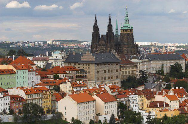 Tak selalu mahal, negara-negara di Eropa Timur seperti Praha cukup terjangkau dan tak kalah cantik.