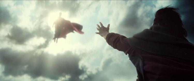 Superman di bawah gemerlap cahaya