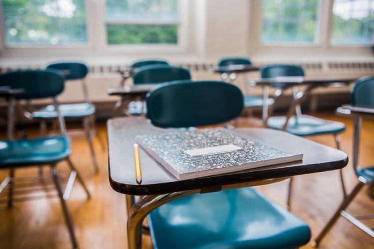 Suasana kelas bisa sepi hanya karena ada guru
