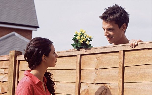 Cuma bisa pacaran lewat pagar