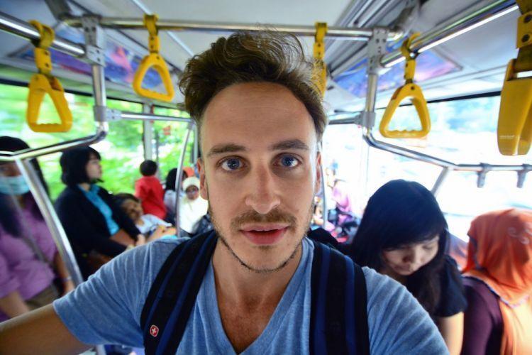 Bule pun selfie di transjakarta