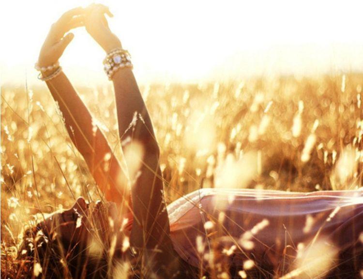 mencintai hidupmu sendiri merupakan cara paling mudah untuk bahagia