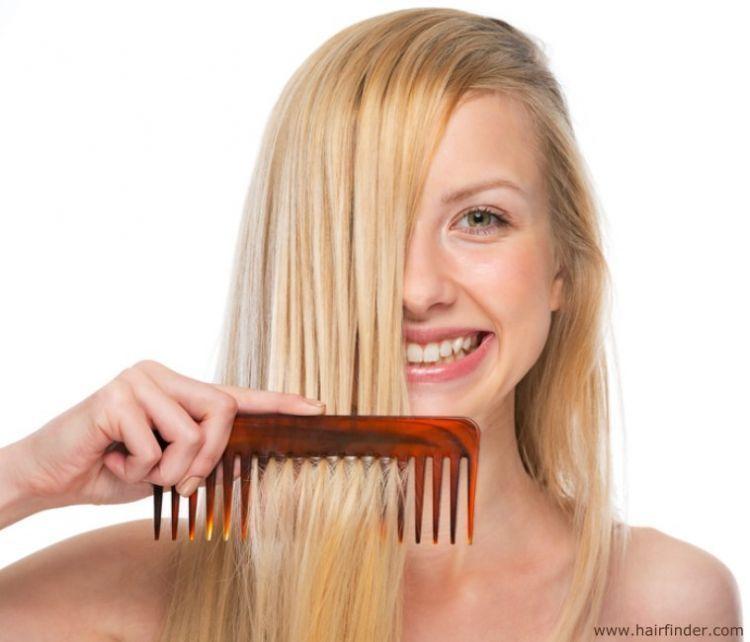 Sering menyisirnya saat basah bisa bikin rambutmu jadi lurus setelah kering