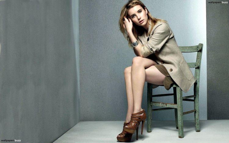 Duduk pake high heels itu cantik maksimal