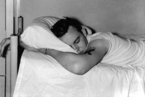Tidur yang cukup membantumu memulihkan fisik.