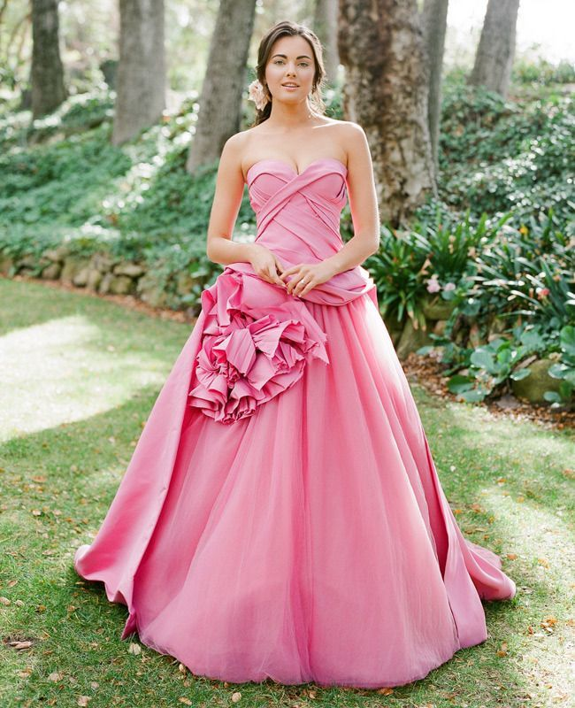 Busana pengantin unik dan cantik