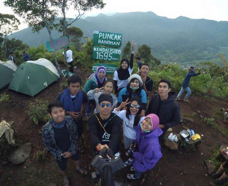 Puncak Hanoman Gunung Kendalisodo