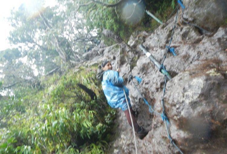 Perkirakan cuacanya. Hindari mendaki gunung saat hujan. (dok. pribadi)