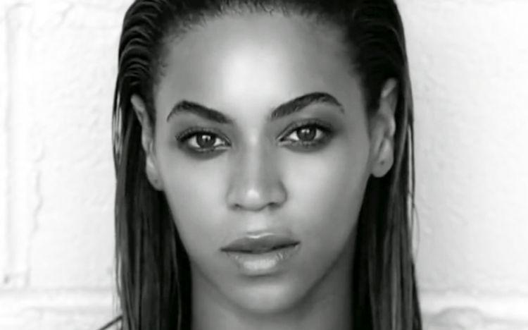 Beyonce adalah penyanyi asal Amerika