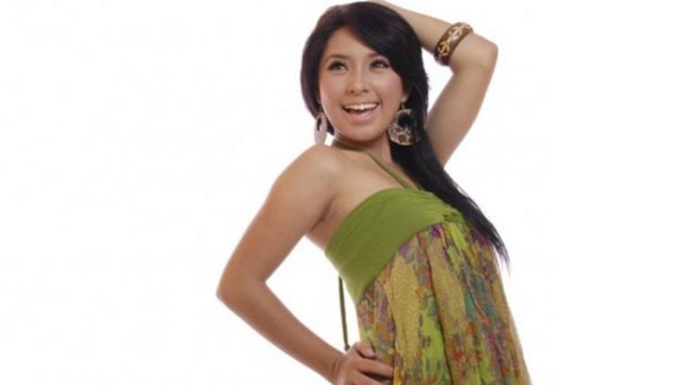 gadis asli Nganjuk yang punya prestasi di dunia dangdut.