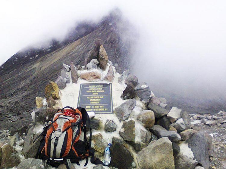 Monumen memorial pendaki yang tewas di gunung Merapi