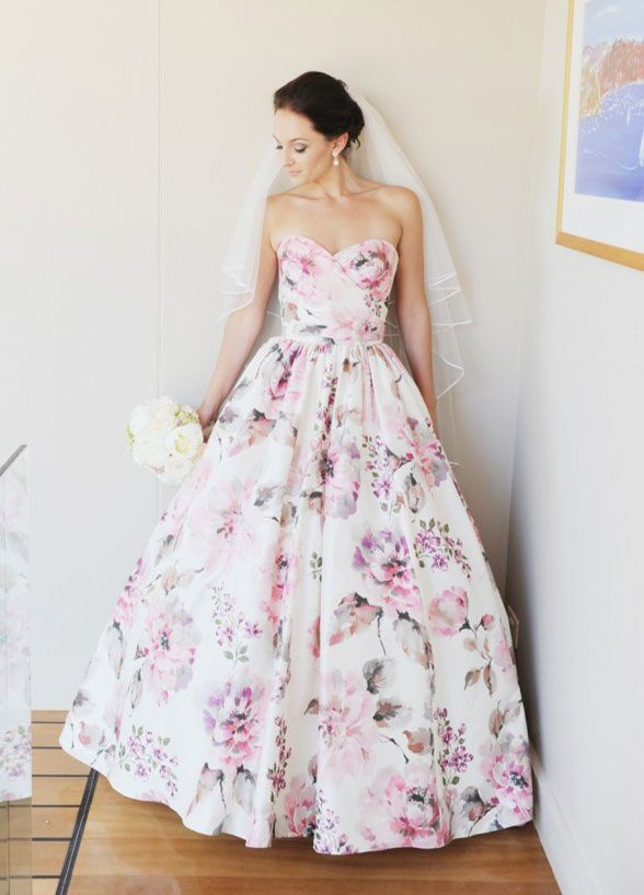 Gaun pernikahan yang unik dan cantik