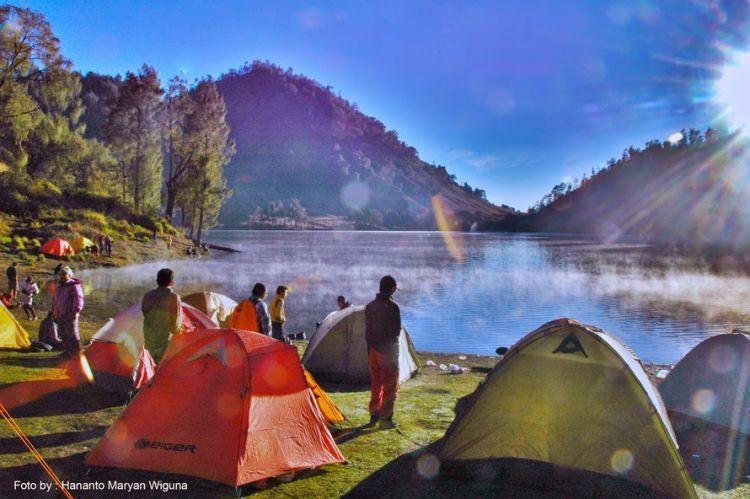 Tenda, salah satu peralatan paling penting saat mendaki