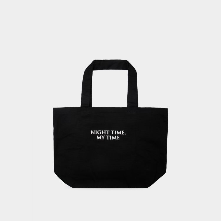 Accentuate your look with this unique tote bag