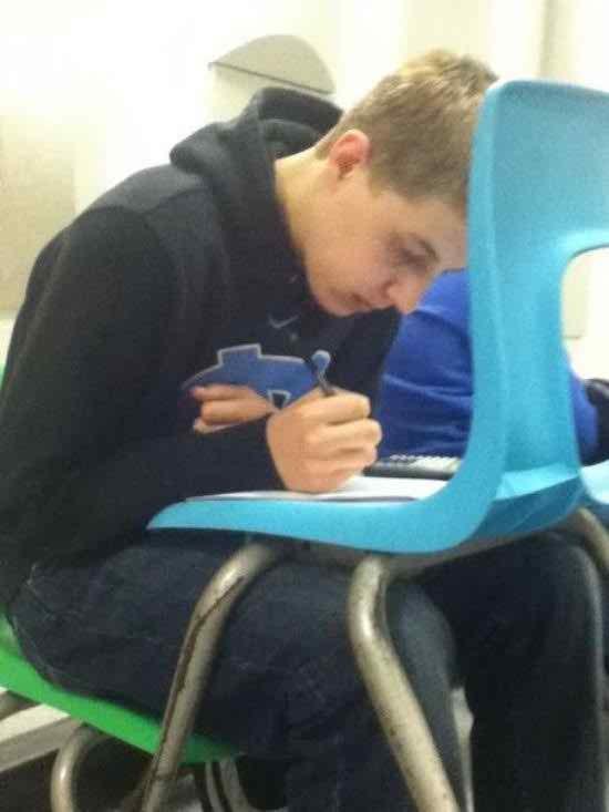 Cara belajar pake kursi ala anak kos